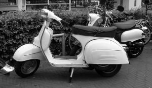 old-scooter-in-bandw-1095095-m