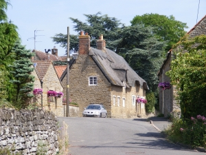 thatched-cottage-english-village-1428109-m